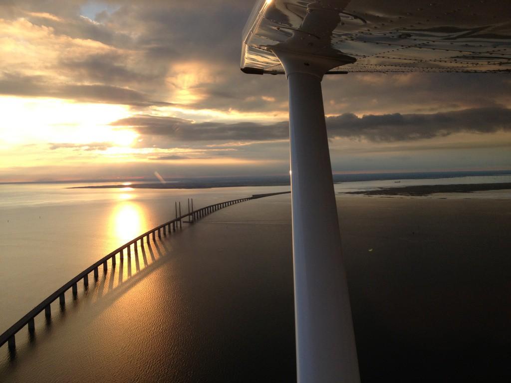 Öresundsbron i kvällsljus. Foto Niklas kristensson