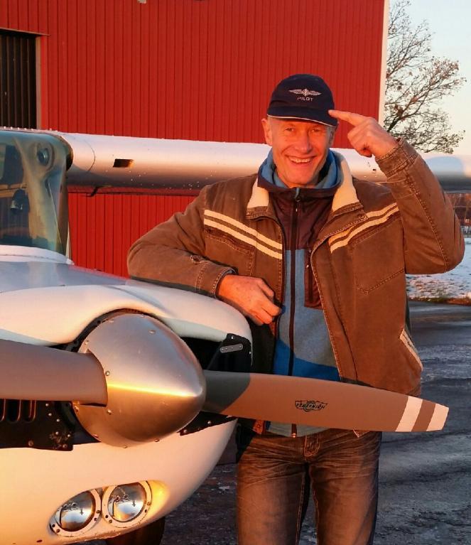 Peter Vibe klarade uppflygningen 2016-11-11 och har erhållit PPL certifikat. Flyglärare Tue Kjaer tog en bild efter landning.
