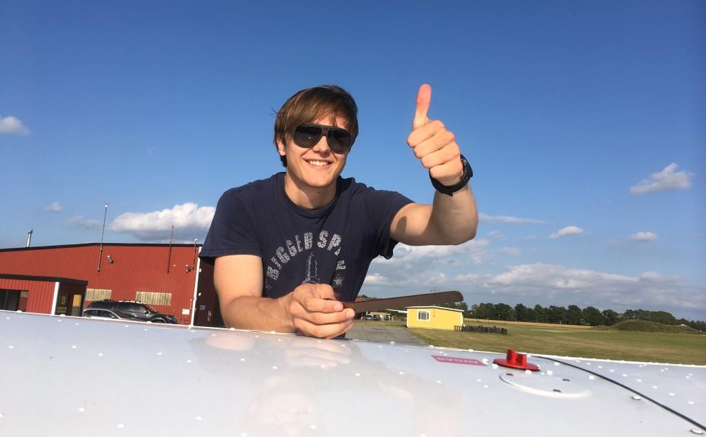 Ny EK pilot! Stort Grattis Till Malcolm Holm som klarade EK provet 2019-07-24. På marken övervakade Flyglärare Ervin Partin. Foto: Jörgen Prahl /styrelsen EFK